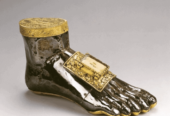 _medievalart This silver foot reliquary was made to contain a relic of St Blaise, the fourth-century Bishop of Sebaste who – according to his hagiography – was tortured with iron combs before being beheaded by the Roman governor Agricola.